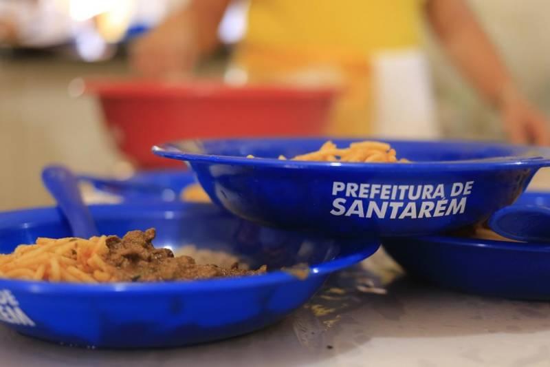 Prefeito manda iniciar distribuição de alimentos da merenda escolar para mais de 60 mil estudantes