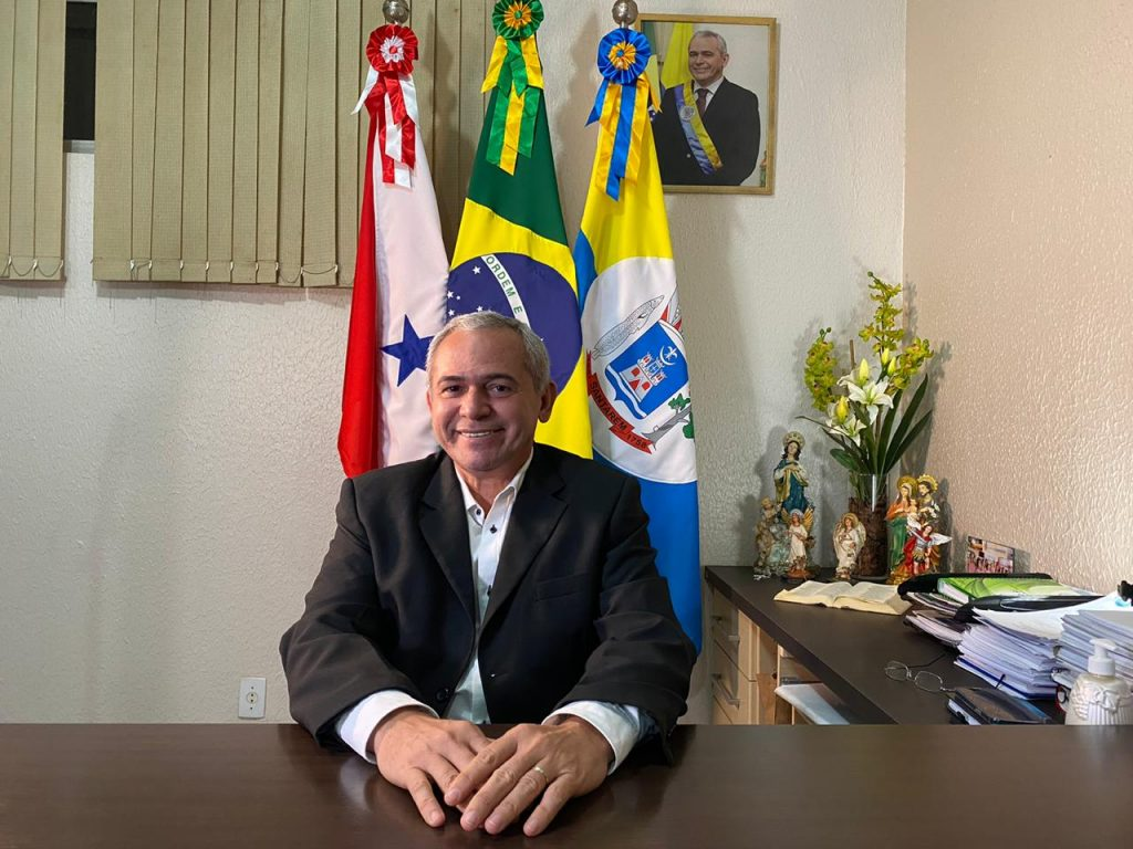 Prefeito Nélio assina protocolo para aderir a consórcio de compra de vacinas contra covid-19